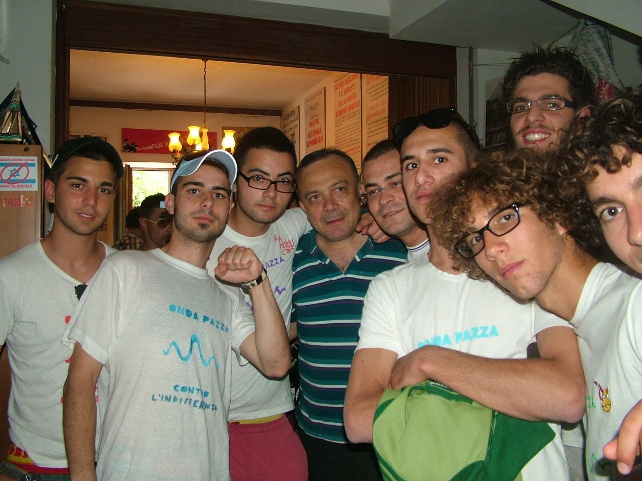 Gruppo Giovanissimi di Azione Cattolica di Porto Cesareo, in compagnia di Giovanni Impastato.